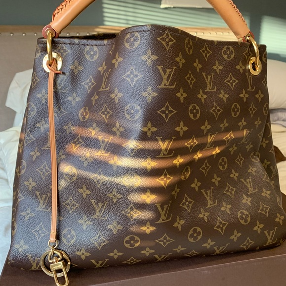 dbf9fac2a7d5 Artsy cloth handbag Louis Vuitton Source · Louis Vuitton Bags Artsy Mm  Monogram Handbag Poshmark